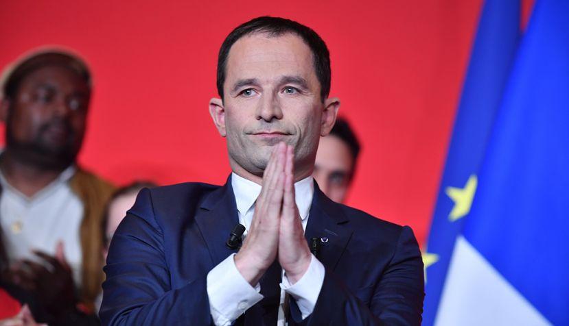 El socialista Hamon pide el voto por Macron para frenar a Le Pen